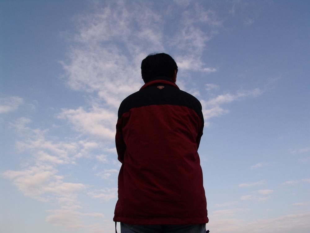 Homme face au ciel