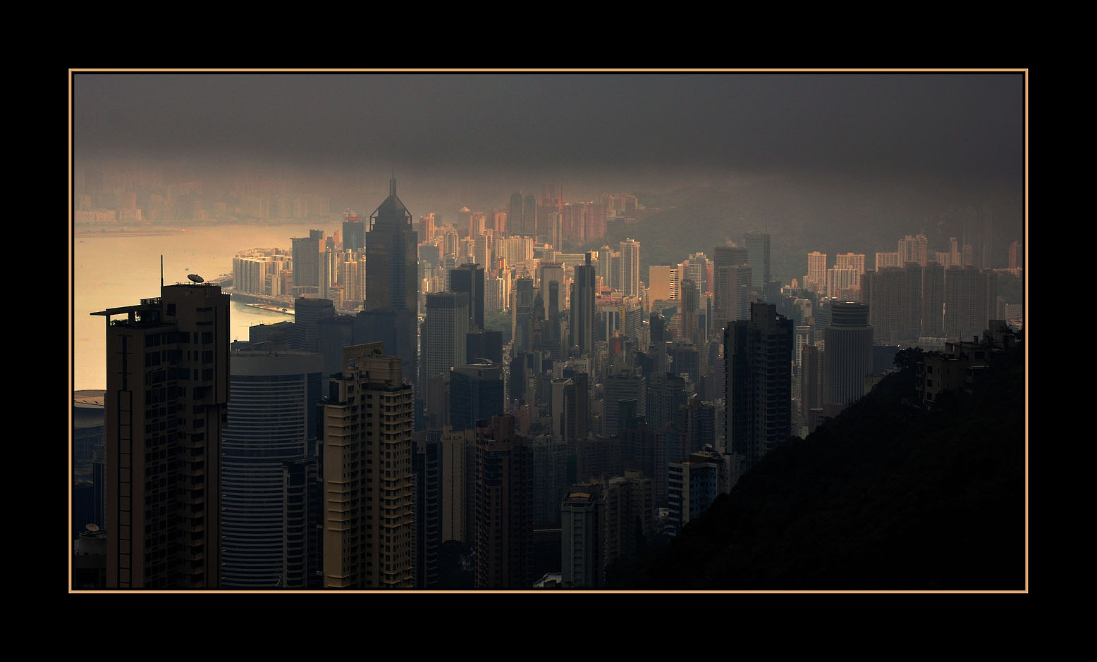 Hong Kong Island im Dunst