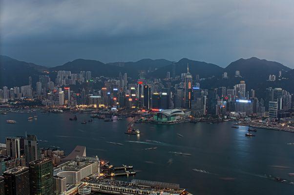 Hong Kong Skyline bei Dämmerung