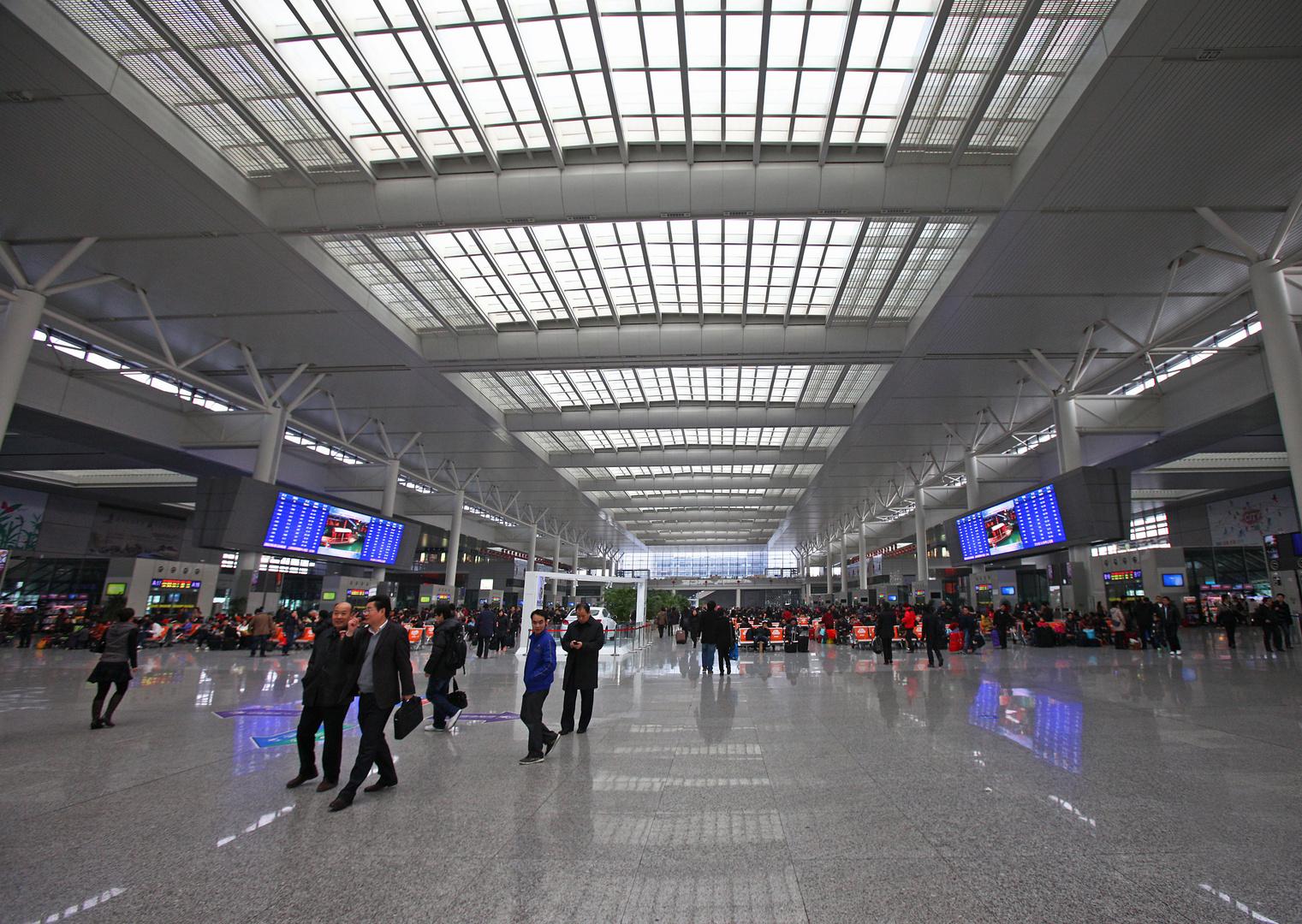 Hongquiao Railway Station ....