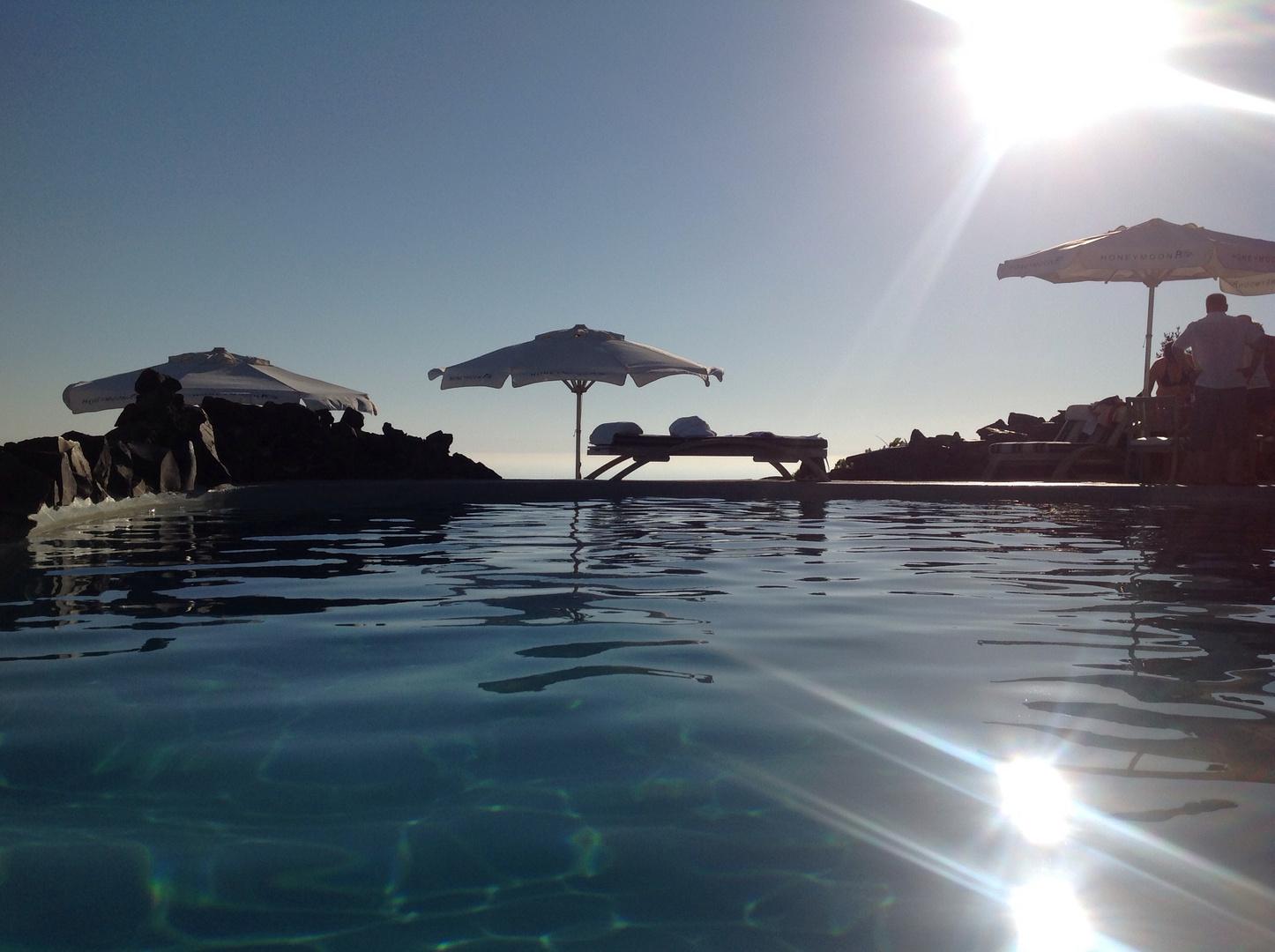 Honymoonhotel und Sonne satt in Santorini
