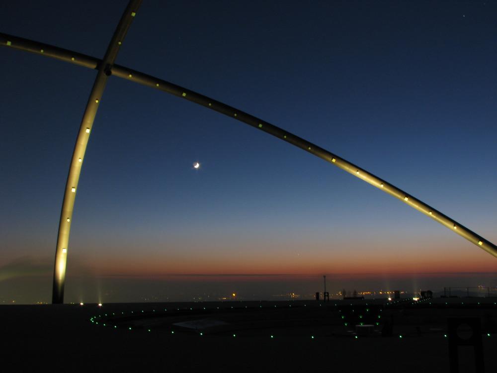 Horizont-Observatorium in der Abenddämmerung
