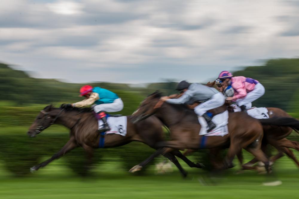 Horse racing Sunday 01