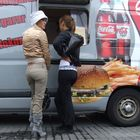 Hot Chicks and Hot Dogs? (reload- picasa-free)