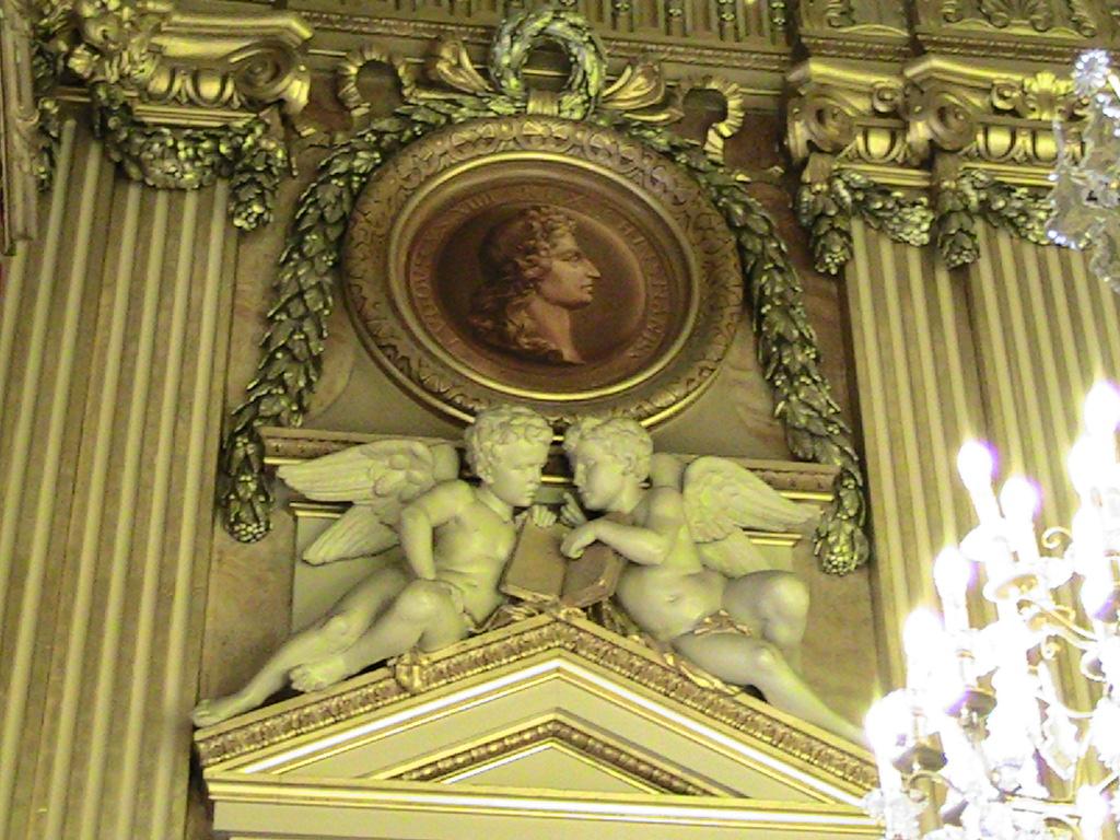 Hotel de ville Lyon quand 2 anges chuchotent....