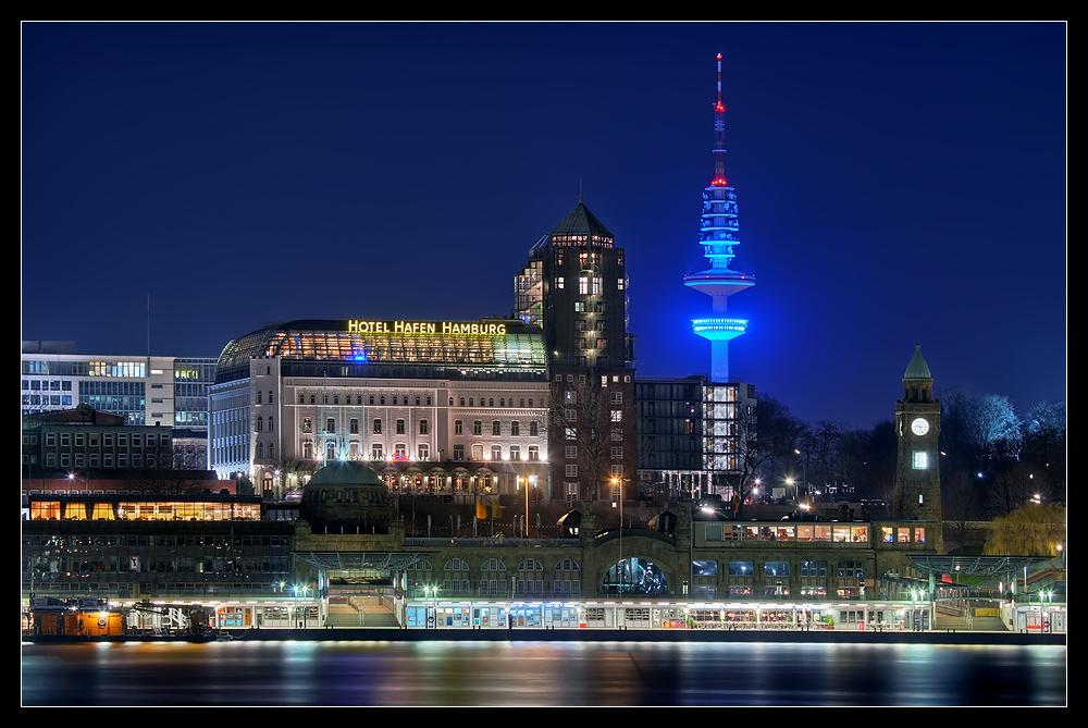 Hotel hafen hamburg und der blaue fernsehturm foto bild for Hotel hamburg designhotel