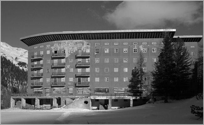 Hotel Paradiso, Martell. Teil 3