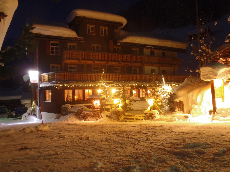 Hotel/ Restaurant bei Nacht
