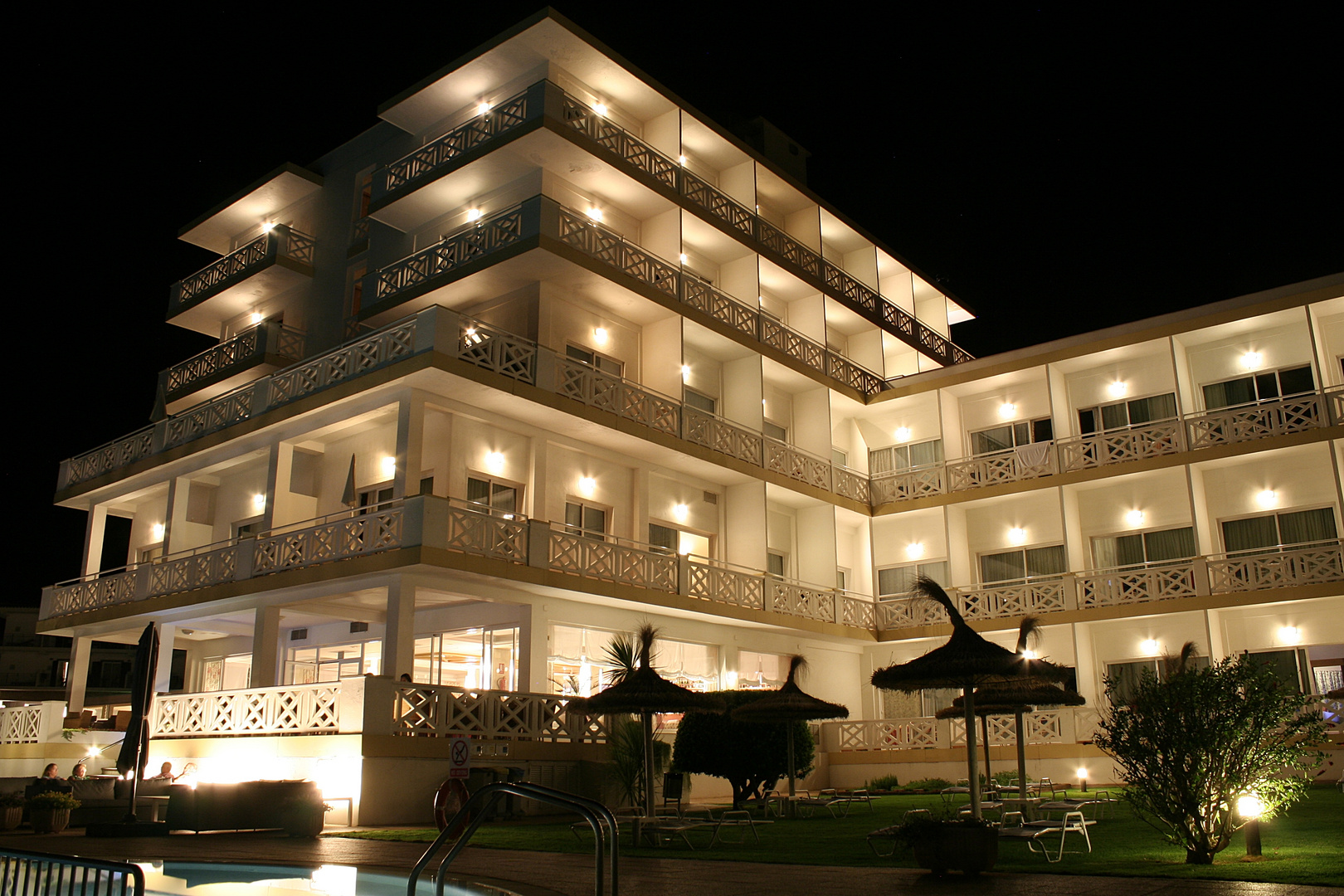Hotel Santo Tomas bei Nacht