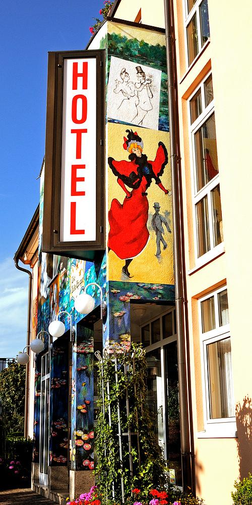 Hotelfasade in Neuenburg a. Rh. N.2
