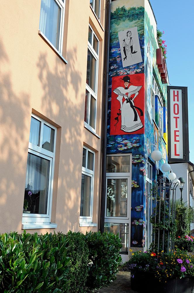 Hotelfasade in Neuenburg a. Rh. N.3
