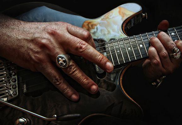 """... """"how to make your guitar scream""""...."""