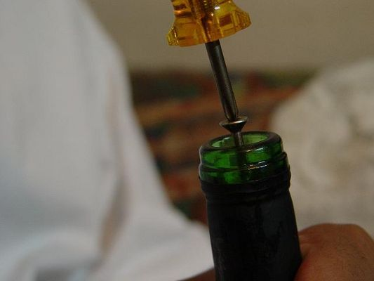 how to open a bottle of wine / egyptian style