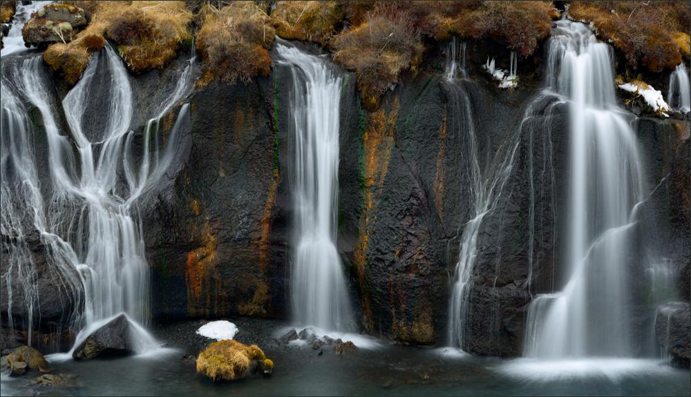 - Hraunfossar-Wasserfälle bei Husafell -