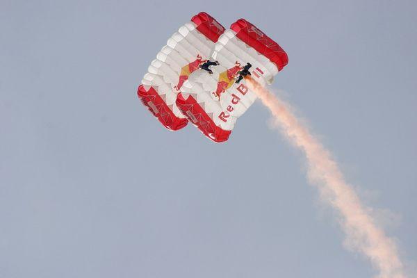 ....HSV Red Bull Fallschirmspringer