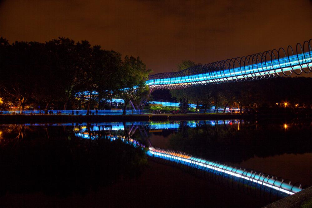 http://www.speed-of-light-ruhr.de/ an der Slinky Springs to fame Brücke. 2