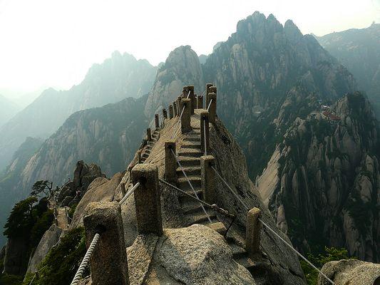 Huangshan - Treppen erobern Gipfel