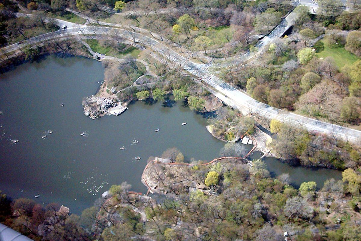 Hubschrauber-Blick auf den See im Central Park