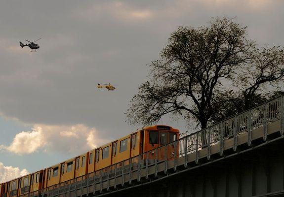 Hubschrauber treffen U-Bahn