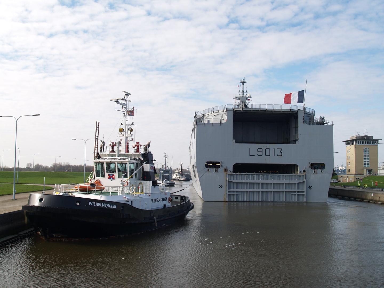 Hubschrauberträger MISTRAL in der Seeschleuse