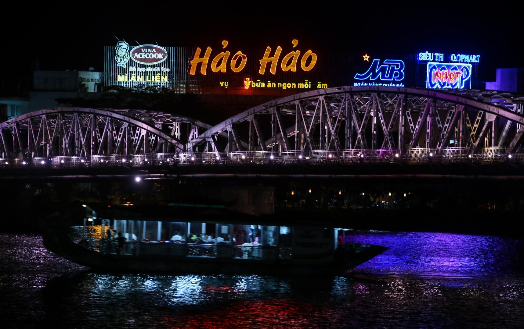 Hue, Brücke