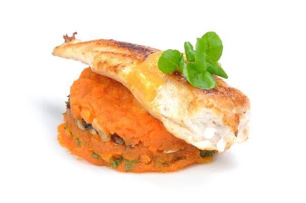 Hühnerfilet an Karotten-Mousse