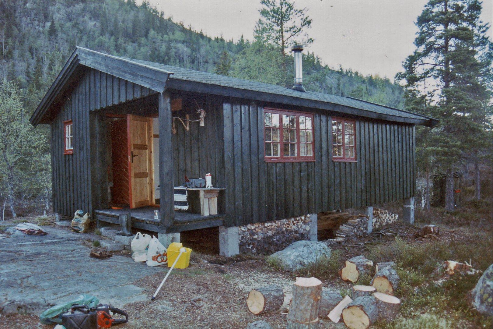 Hütte am Hochgebirgssee