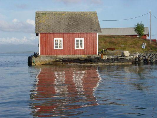 Hütte am Wasser