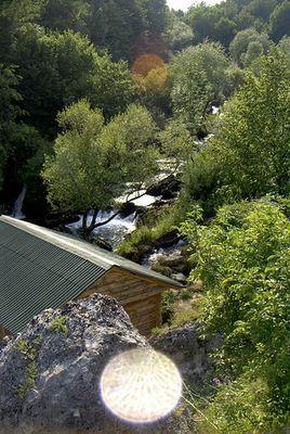 Hütte am Wasserfall