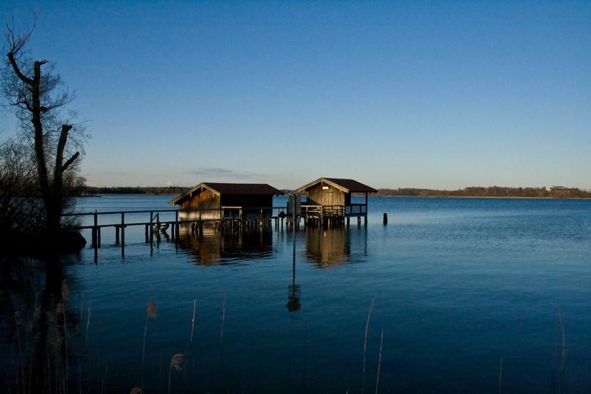 Hütten im See