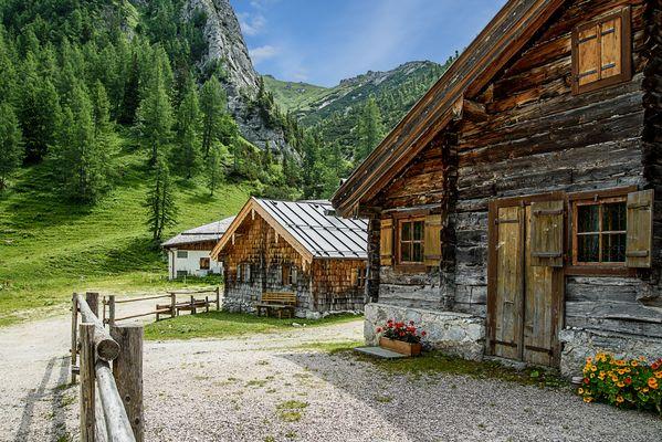 Hütten und Wege