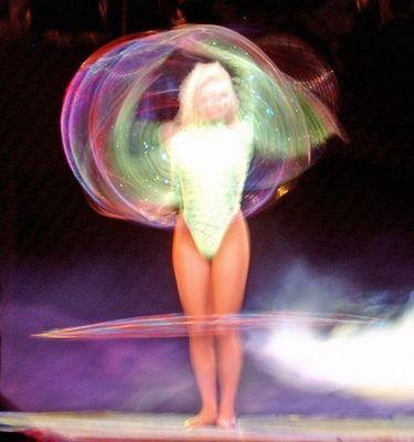 Hula Hoop! Zirkusdarbietung