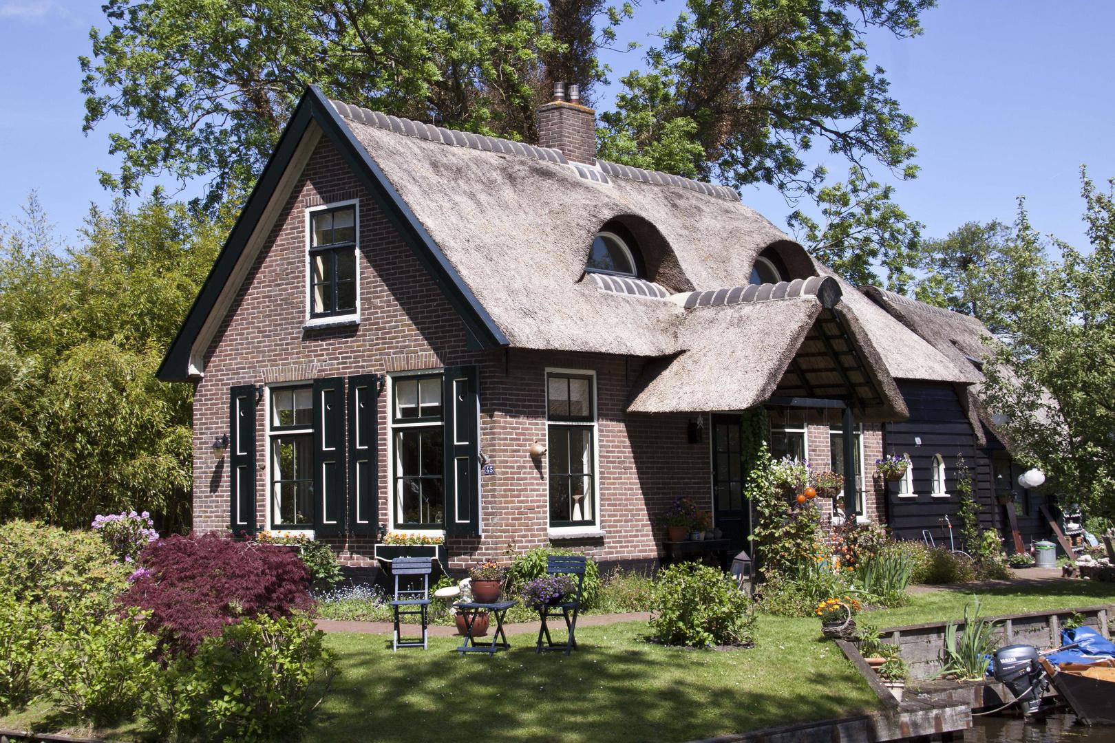 Hundegesicht-Haus in Giethorn (NL)