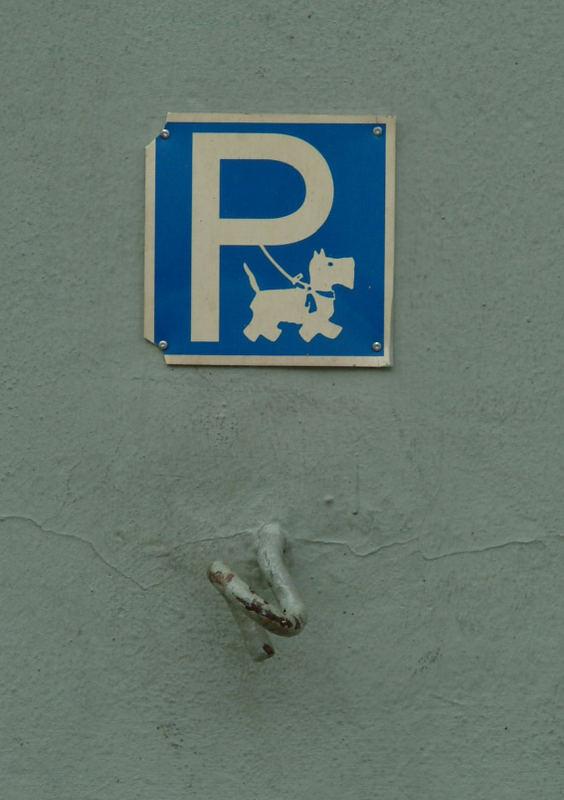 Hundeparkplatz ?? na wenigstens noch kostenlos !
