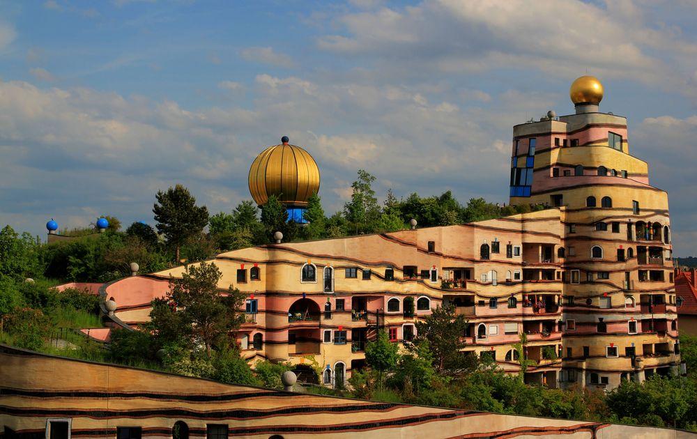 Hundertwasserhaus in darmstadt foto bild architektur for Hundertwasser architektur