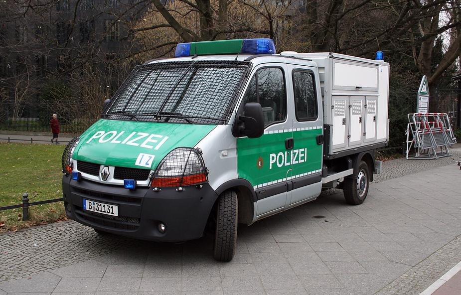 hundetransporter der polizei foto bild autos zweir der feuerwehr polizeifahrzeuge. Black Bedroom Furniture Sets. Home Design Ideas