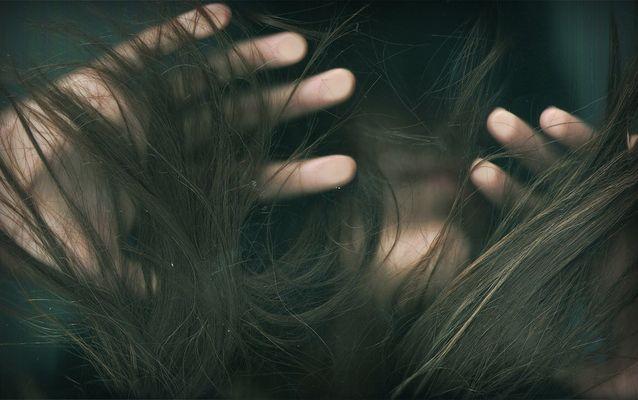 hundida en mis pelos........
