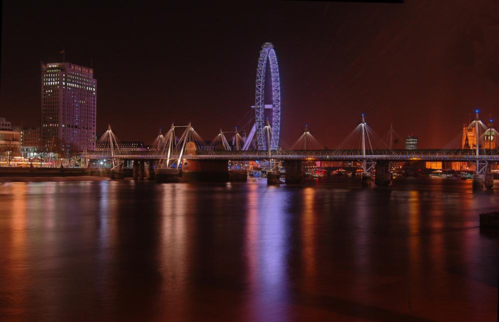 Hungerford Bridge - London Eye - by night