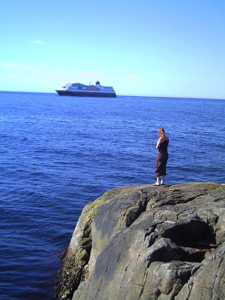 Hurtigruten run into Port Kristiansund/ Romsdal/ Norge