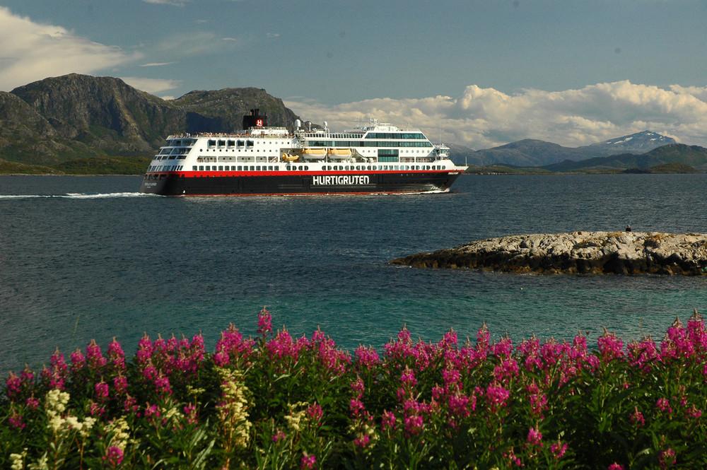 Hurtugrute Nähe Bronnoysund/Norwegen