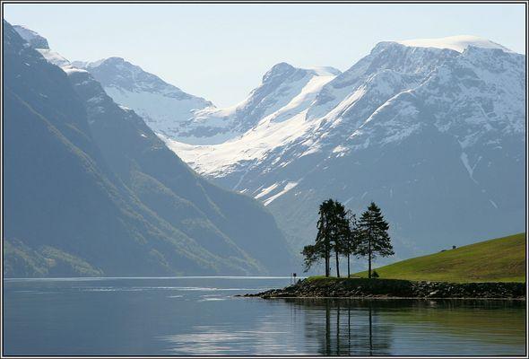 Hustadneset im Hjørundfjord - In the Hjørundfjord