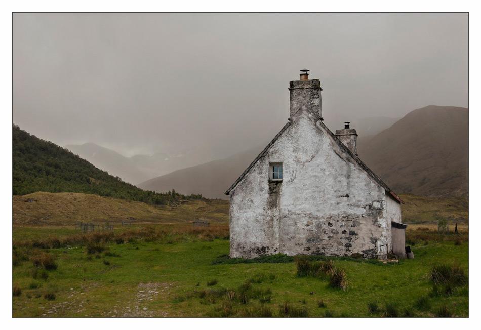 Hut at Loch Affric