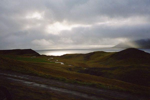 Hvalfjörður in Licht und Schatten