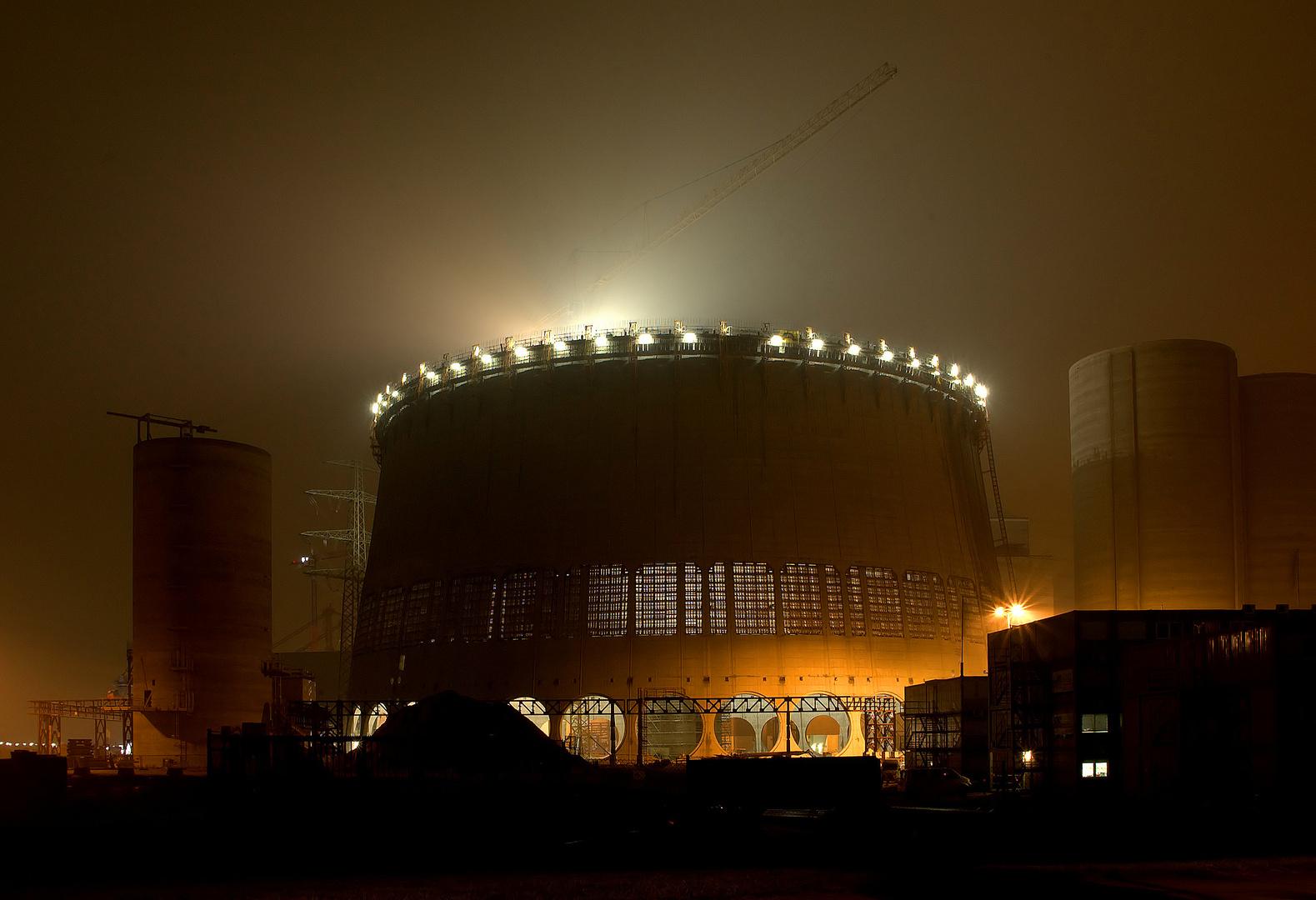 Hybridkühlturm Kraftwerk Moorburg am 21.11.2011 im Nebel