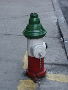 Hydrant in Little Italy in New York (ein Hund hat auch etwas da gelassen)