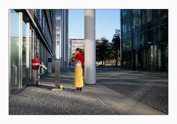 Hydrant mit rotem Stoff