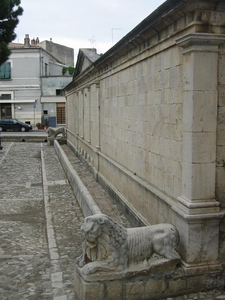 I leoni di Venosa: La fontana Angioina