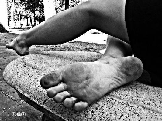 i suoi piedi