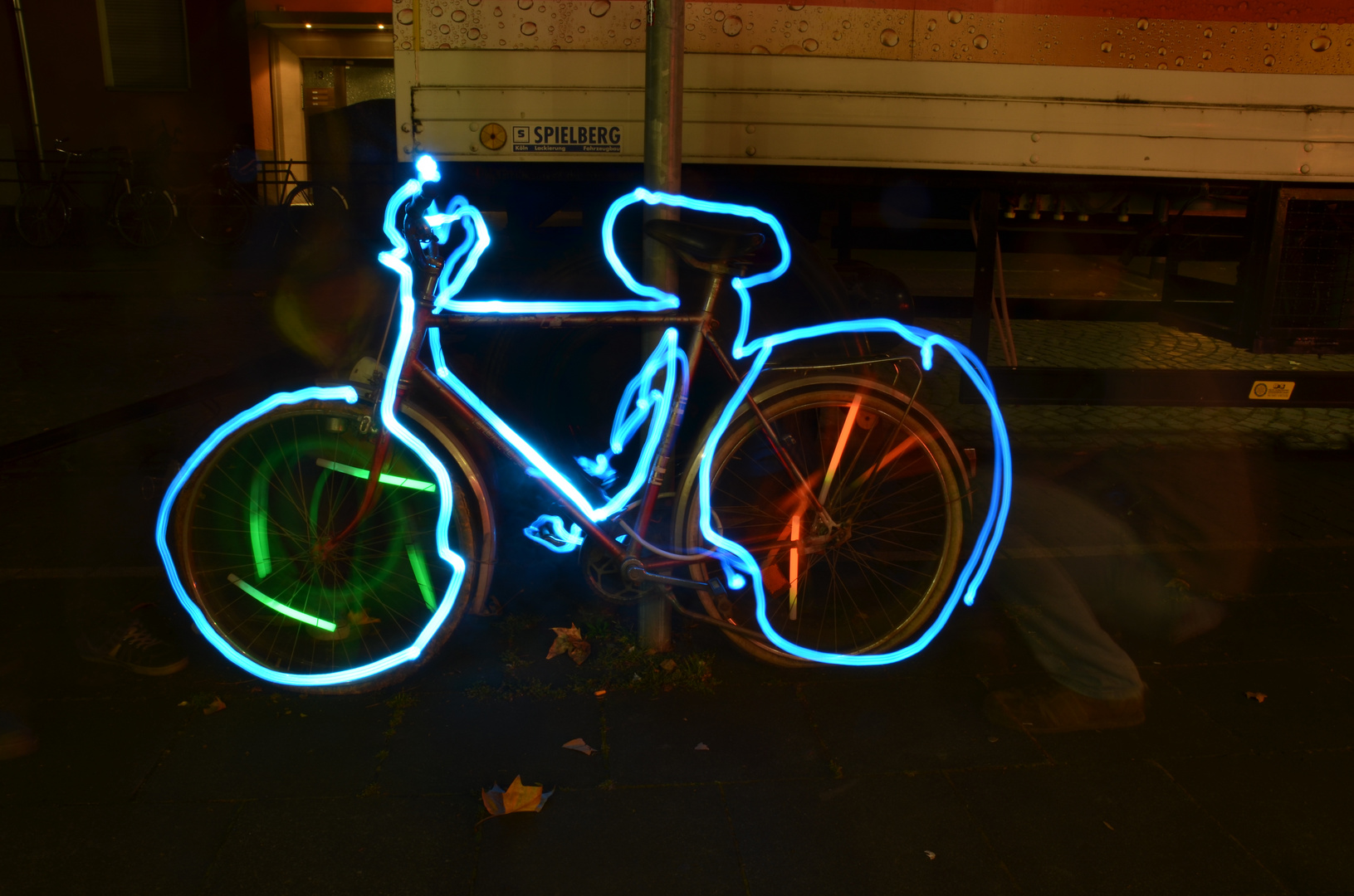 I want to ride my bicycle - Lightpainting