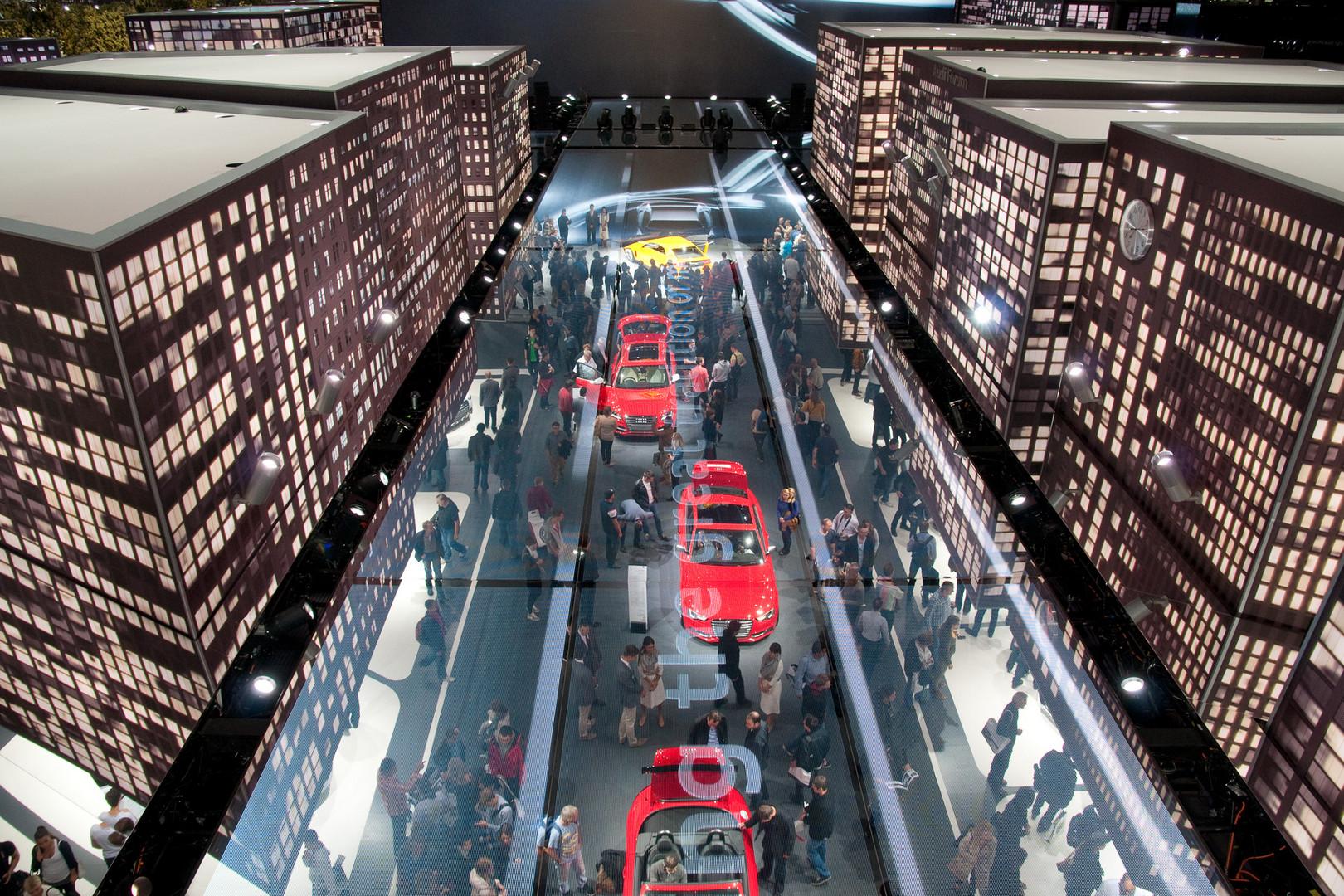 IAA 2013, Audi Halle, gespiegelt